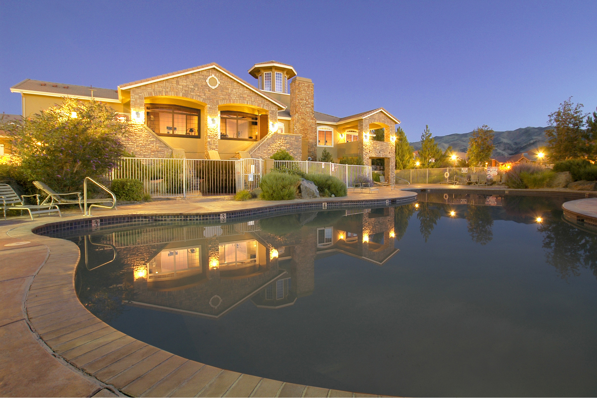 aviana-at-tuscany-reno-nv-sparkling-swimming-pool